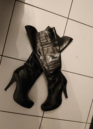 Черные лаковые сапоги лак натуральная кожа кожаные