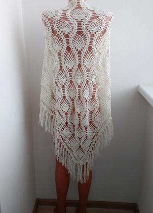 Красивая шаль , платок ручной работы в красивый узор !