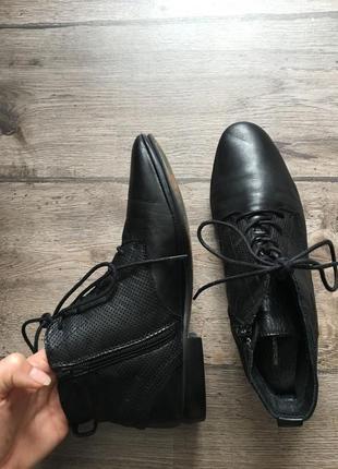 39 р. стильные комфортные  кожаные ботинки roberto santi