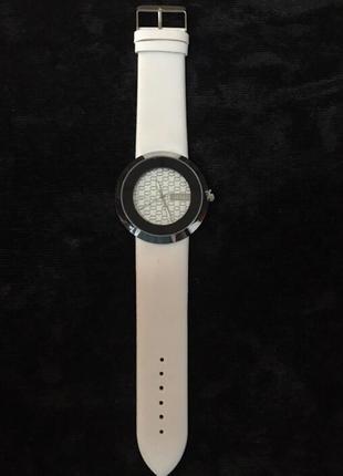 Новые наручные часы, наручный годинник