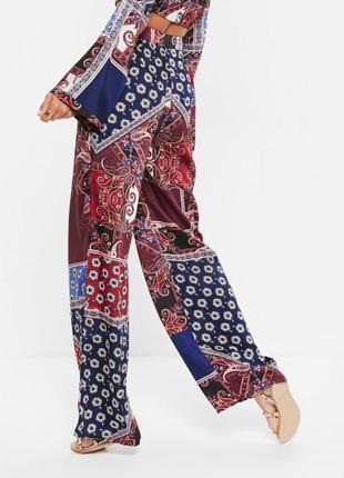 Сатиновые брюки палаццо бельевом стиле высокой посадки в платочный принт missguided ms700