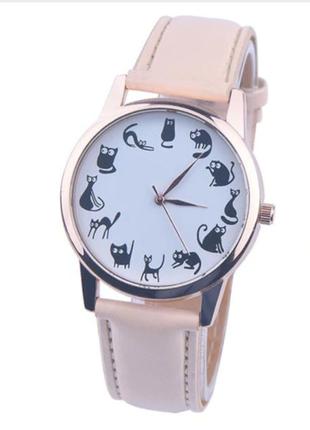 Часы кварцевые наручные с котиками и кошками, бежевые (уценка), есть разные цвета.