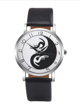 Часы кварцевые наручные с котиками и кошками в стиле инь и янь, черные ремешки.