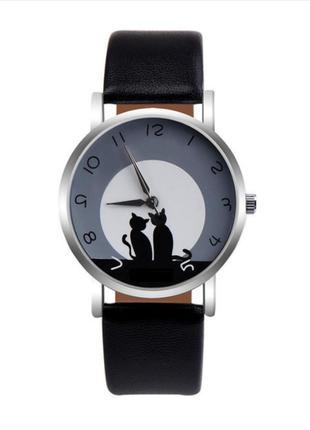 Часы кварцевые наручные с котиком и кошкой, черные, есть разные цвета.