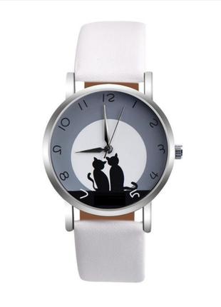 Часы кварцевые наручные с котиком и кошкой, белые, есть разные цвета.