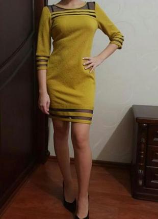 Желтое платье на молнии