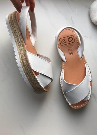 Классные испанские сандалии переплеты на танкетке кожа 40р