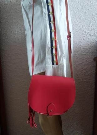 Актуальная яркая кожаная сумка кроссбоди италия