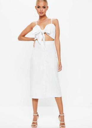 Замечательное белое легкой платье сарафан с бантом на груди и вырезом missguided