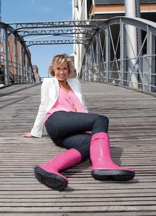 Резиновые стильные сапоги walkmaxx в клеточку, в черном, розовом цвете, есть размеры