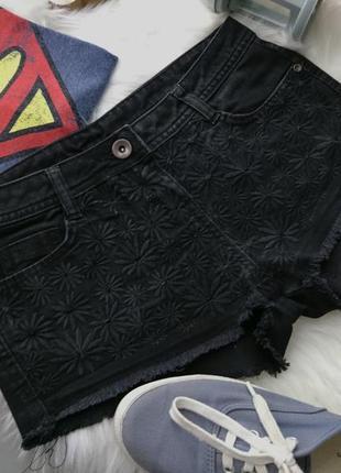 Джинсовые мини шорты с вышивкой ромашка №2062