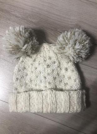 Милая тёплая шапка на девочку с бубонами