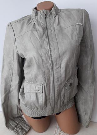Курточка из кожзама...