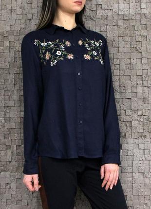 Красивая рубашка с вышивкой из натуральной ткани