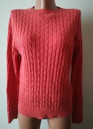 Актуальный свитер коралового цвета