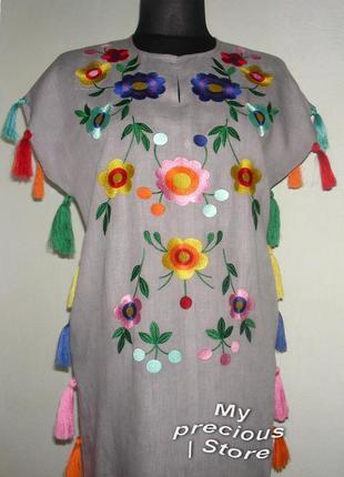 Вышитое платье из льна.