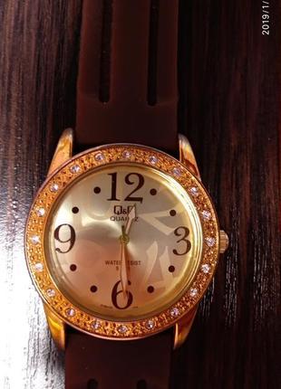 Часы женские q&q