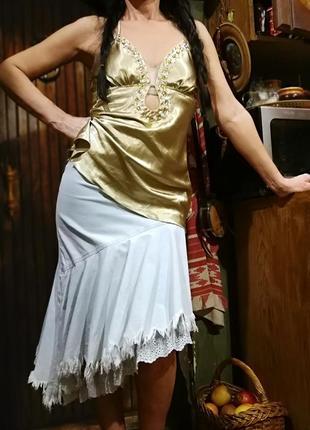 Вечерняя майка топ в бельевом стиле золотая с камнями bik bok