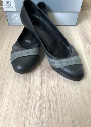 Классические кожаные туфли лодочки.