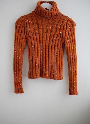Вязаный шерстяной свитер под горло