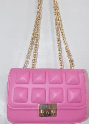 Яркая и стильная сумочка