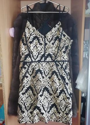Платье футляр с золотой вышивкой