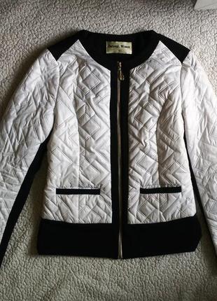 Куртка деми стеганая на молнии белая с черным пиджак бомбер жакет косуха2 фото