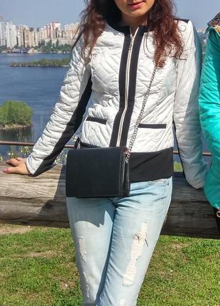 Куртка деми стеганая на молнии белая с черным пиджак бомбер жакет косуха5 фото