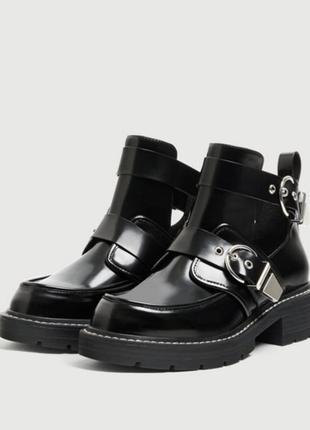 Ботинки с пряжками pull and bear размер 36