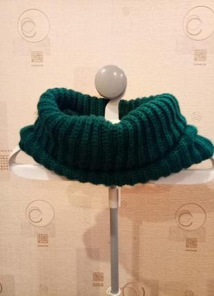 Женский вязаный зеленый снуд шарф