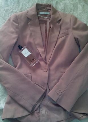 Нежный пудровый пиджак