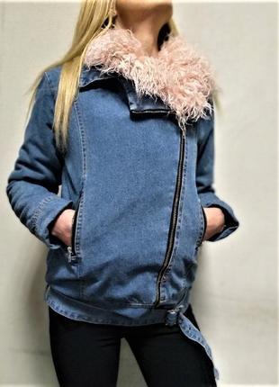 Модная джинсовая куртка деми с искусственным мехим под ламу,джинсовка с розовым мехом