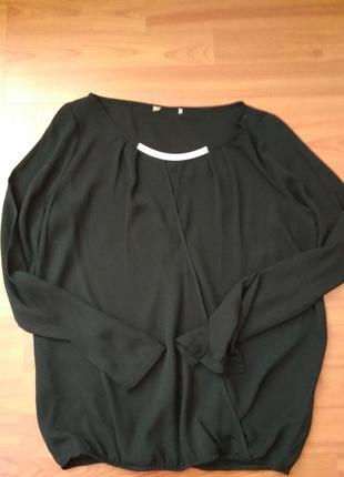 Чорна блузка на запах
