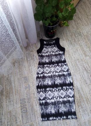 Платье футляр с ярким принтом и спинкой сетка размер 10