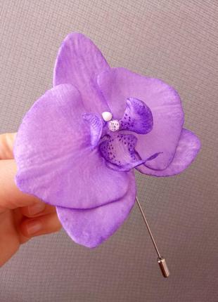 Орхидея брошка