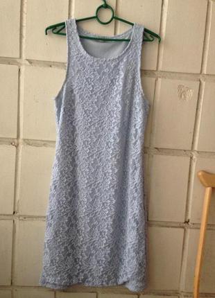 Голубое платье до колен