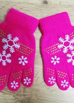 Яркие перчатки