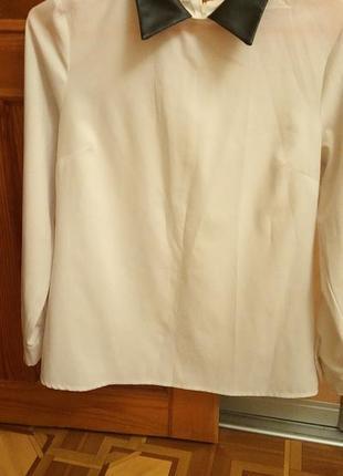 Блузка с кожаным воротником