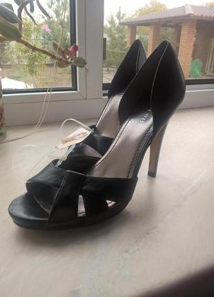 Кожаные классические туфли nine west. 38 размер, новые