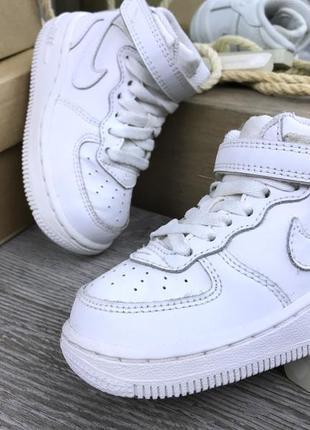 Популярные кроссовки nike air force