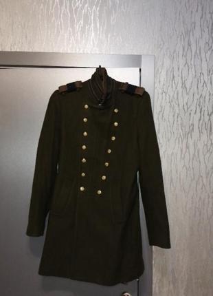 Шерстяное пальто в стиле милитари