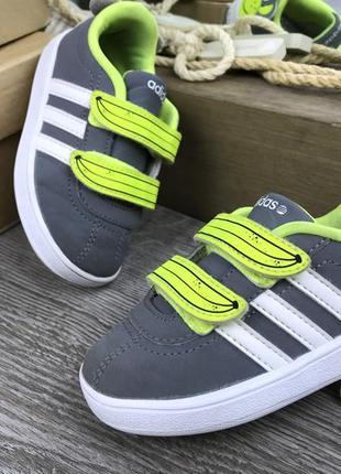 Кроссовки с коллекции зверюшек  adidas