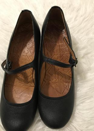 Зручні , якісні туфлі chie mihara