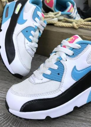Яркие мощные кроссовки air max
