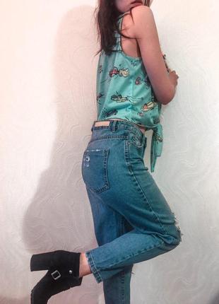 Mom jeans с дырками stradivarius