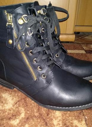 Замечательные демисезонные ботинки 26 см.