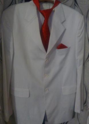 Шикарный белоснежный костюм 50-52р.