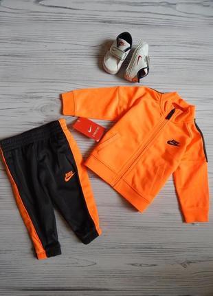 Бомбезный спортивный костюм и кроссовки - пинетки от nike оригинал.  возраст 3-6 месяцев.