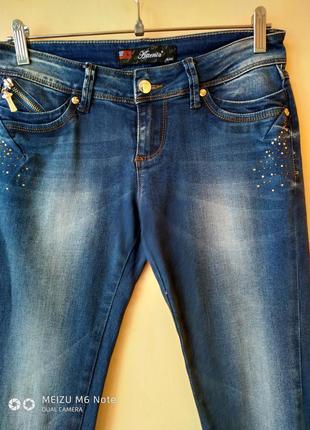 Размеры 42-50 узкие джинсы принт стразы