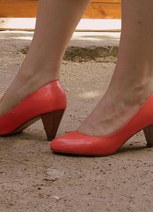 Туфли лодочки на деревянном каблуке
